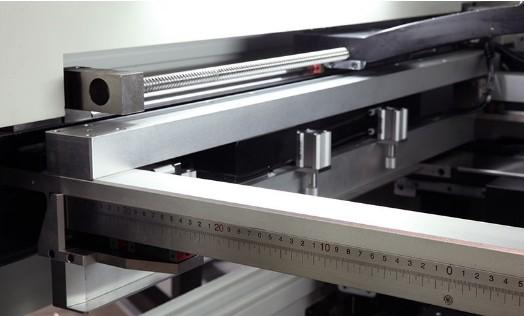 Sistema de alinhamento por fiduciais com câmera CCD
